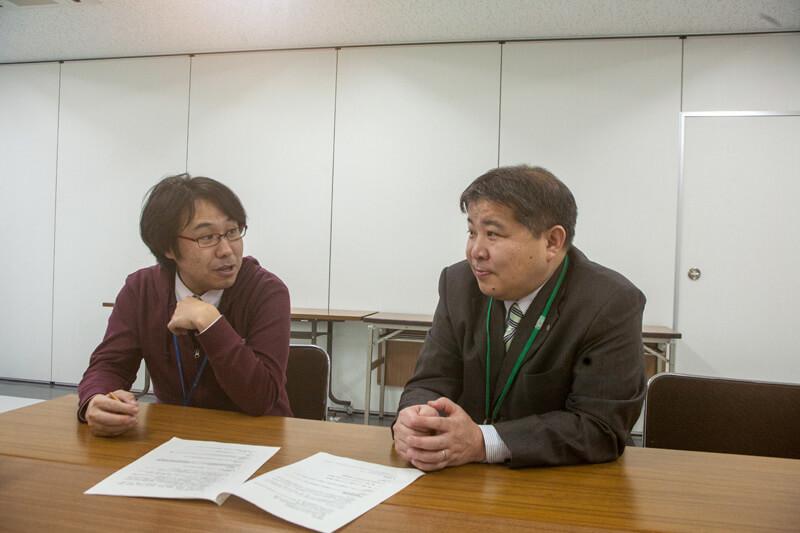 盛岡市都市戦略室の佐藤篤室長と担当の佐藤俊治さん
