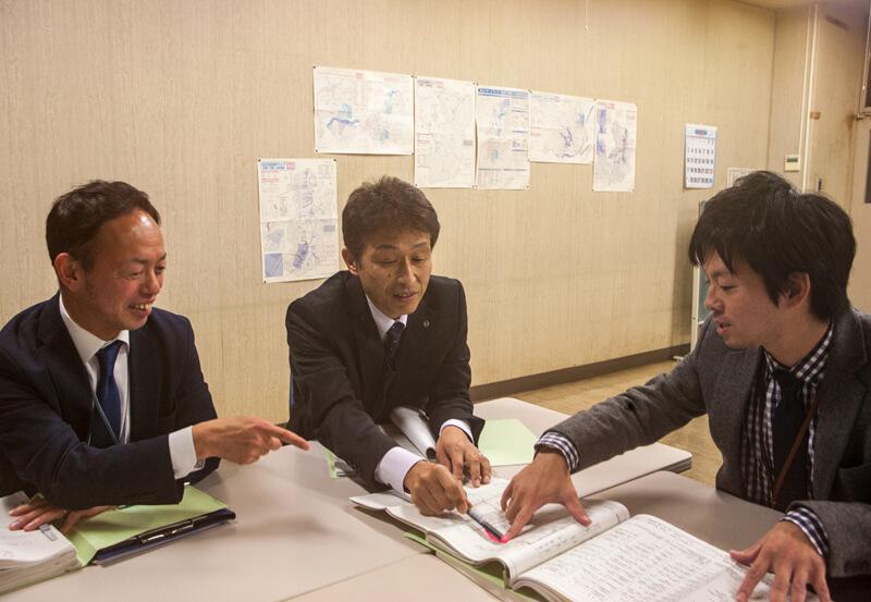 企業立地定住促進課の3人