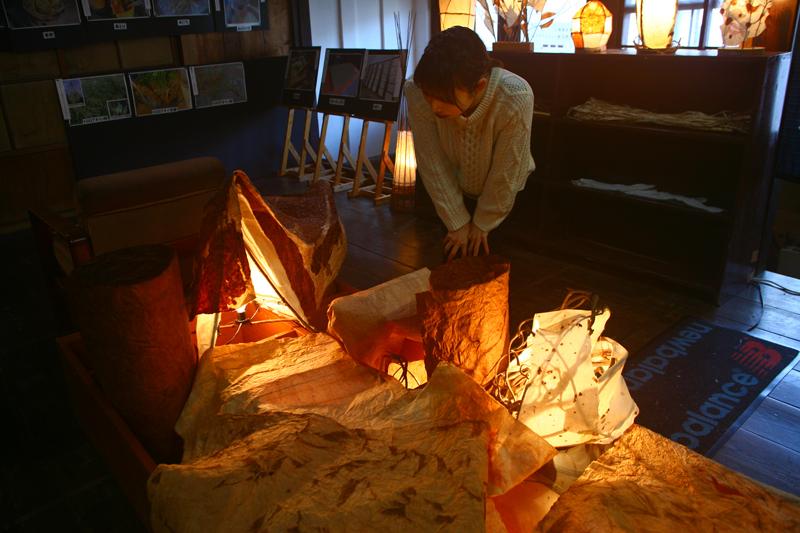 白石和紙の展示