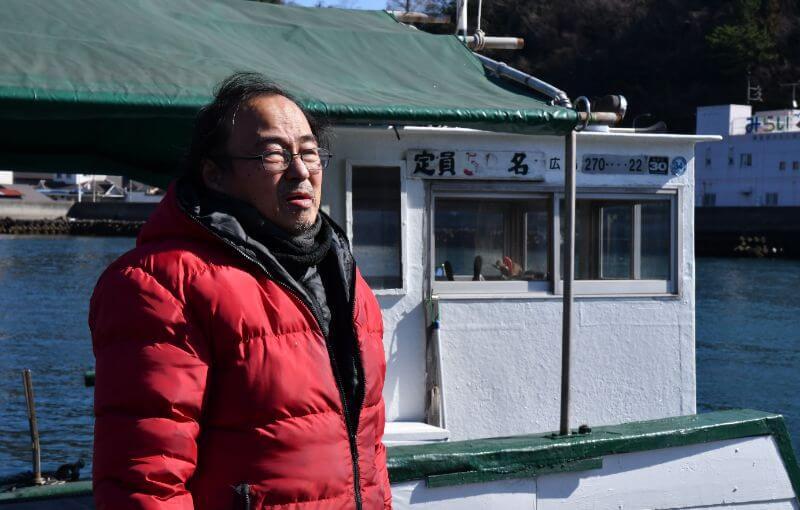 渡船を運行する花本さんは、祖父、父から船頭を受け継ぐ三代目