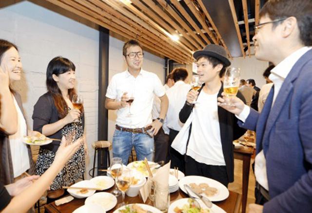 「これからビル」のプレオープンにはまちづくり企画班の動きを見守っていた多くの仲間たちが集った(提供:福井新聞社)