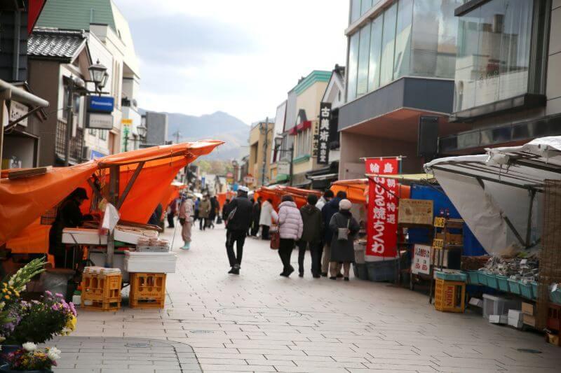 日本三大朝市の一つ。平安時代から400年以上続く輪島朝市