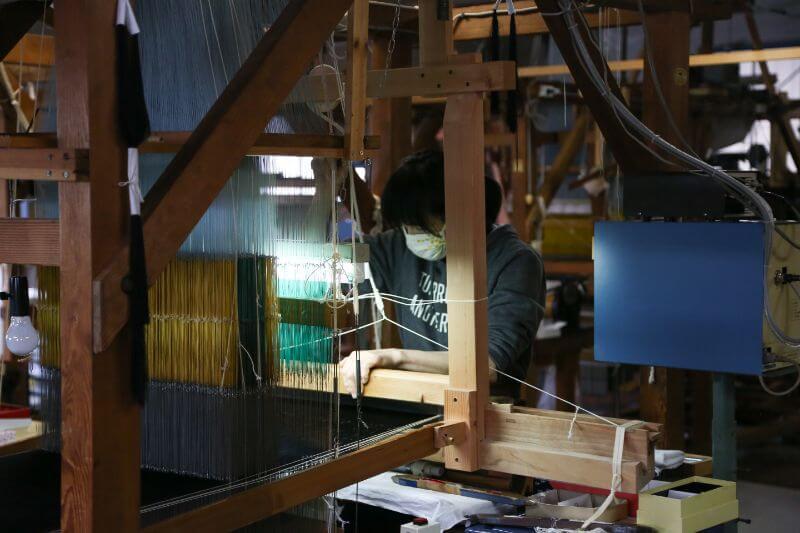 「ネクタイを締めてくださった方の声を聞くと嬉しくなります」とKUSKAで働く女性