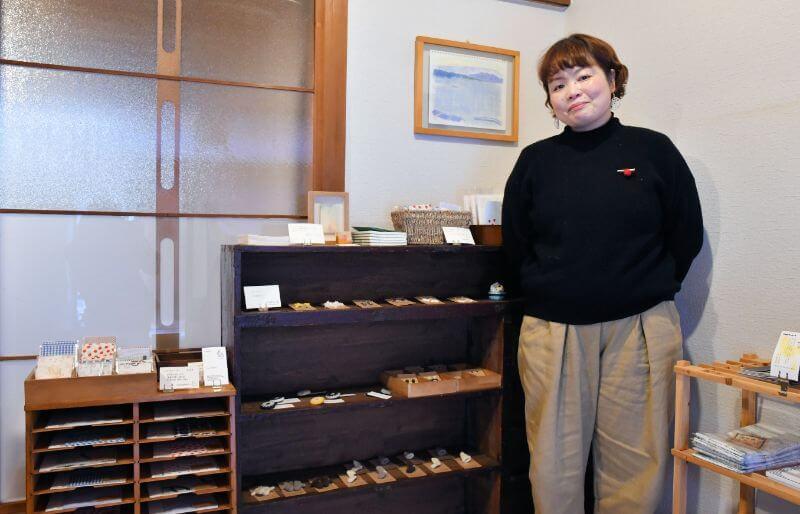 文房具や手作り雑貨を中心にしたお店を開いている猫好きの沖元さん