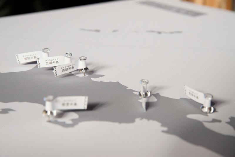 8つの半島にピンが立った地図パネル