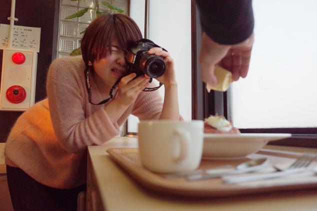 写真を撮る練習をする市民ライター