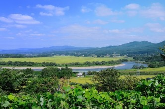 経塚山と北上川_R
