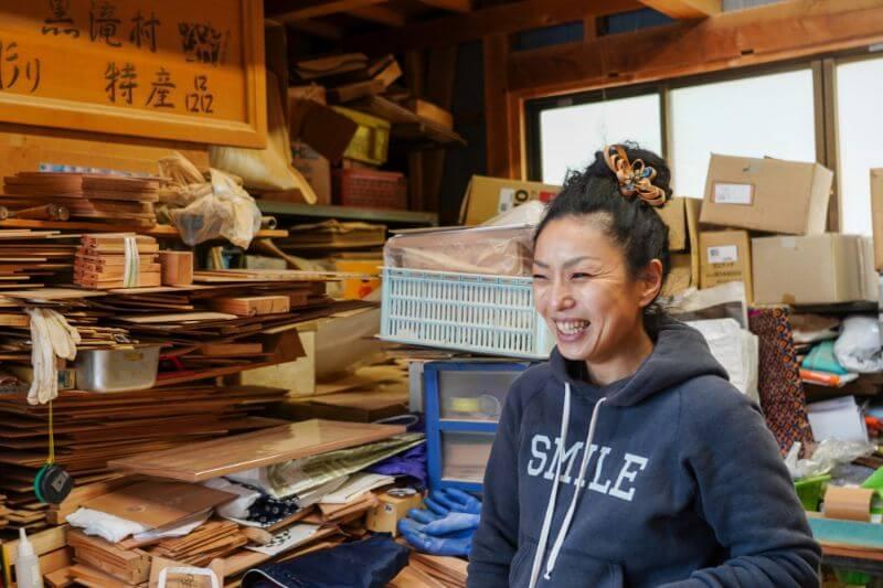 笑顔で師匠の山口さんと談笑する花井慶子さん