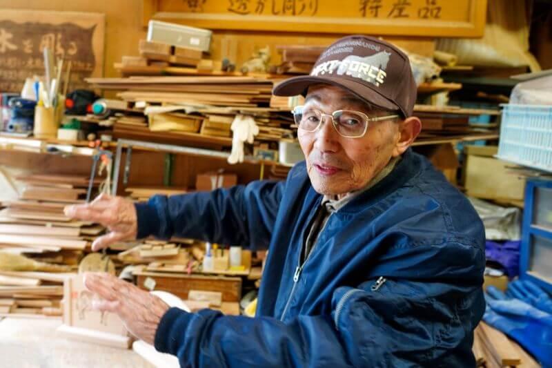 山口さんはなんと御年90歳!透かし彫り工芸士としてまだまだ現役で活躍中