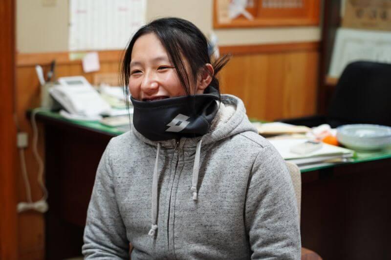 現在は村内の一軒家に住む安崎さん。家が広く冬は寒すぎて洗濯物も乾かないのが悩み