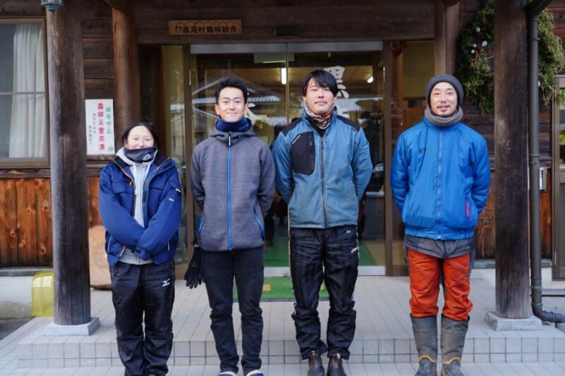 左から安崎さん、谷本さん、上山さん、野口さん。毎日天候によって作業内容が変わる