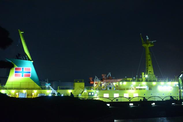 ブラジリアンカラーが特徴の大型客船「橘丸」