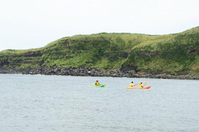 見晴らしのよいエリアまで漕ぎ進めていく参加者
