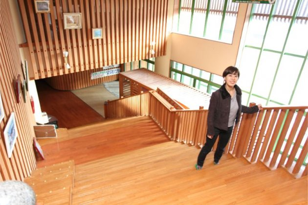 福島県産の杉材も使われている、木質化された建物内