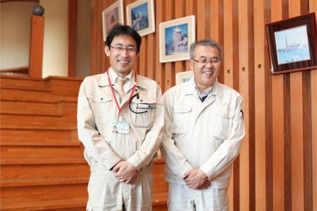 愛澤さん(右)と同じく移住定住交流推進対策室の梅津さん(左)