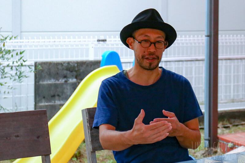 インタビューに応える「compi」の米倉敏郎さん