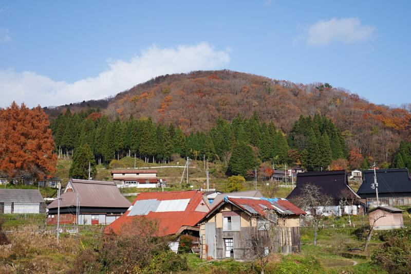 丹後半島の山間部に位置する上世屋。伝統的な日本家屋も多く残されている