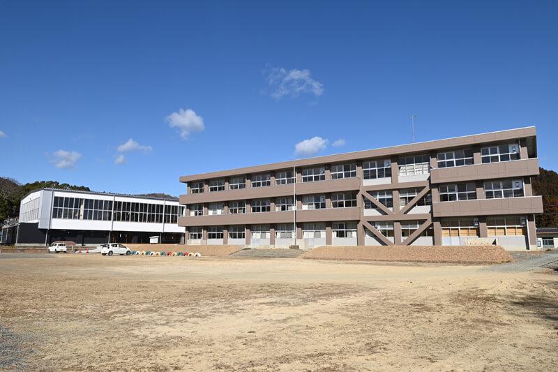 「期待場」(旧富士ケ丘小学校)