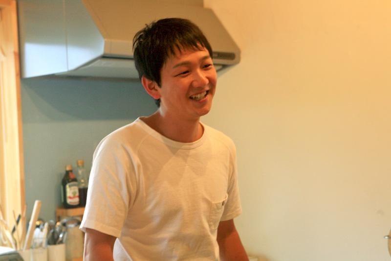 笑顔でインタビューに応える鈴木さん
