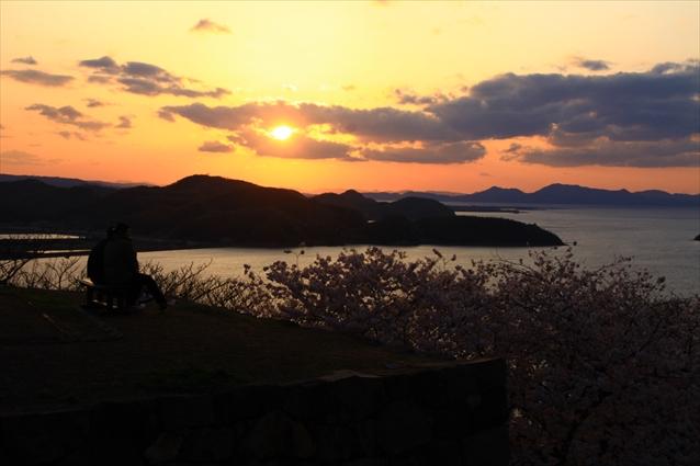 米子城跡から見る桜と夕日