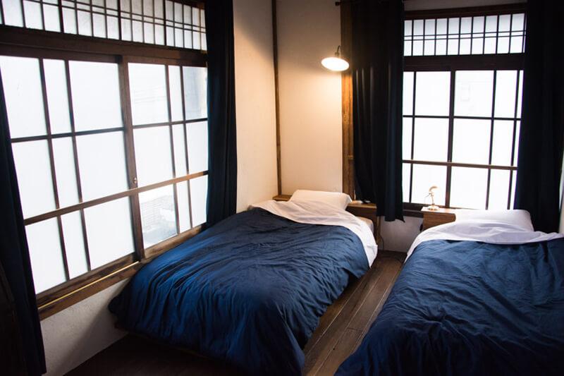 和の雰囲気のままベッドのある個室にリノベーション