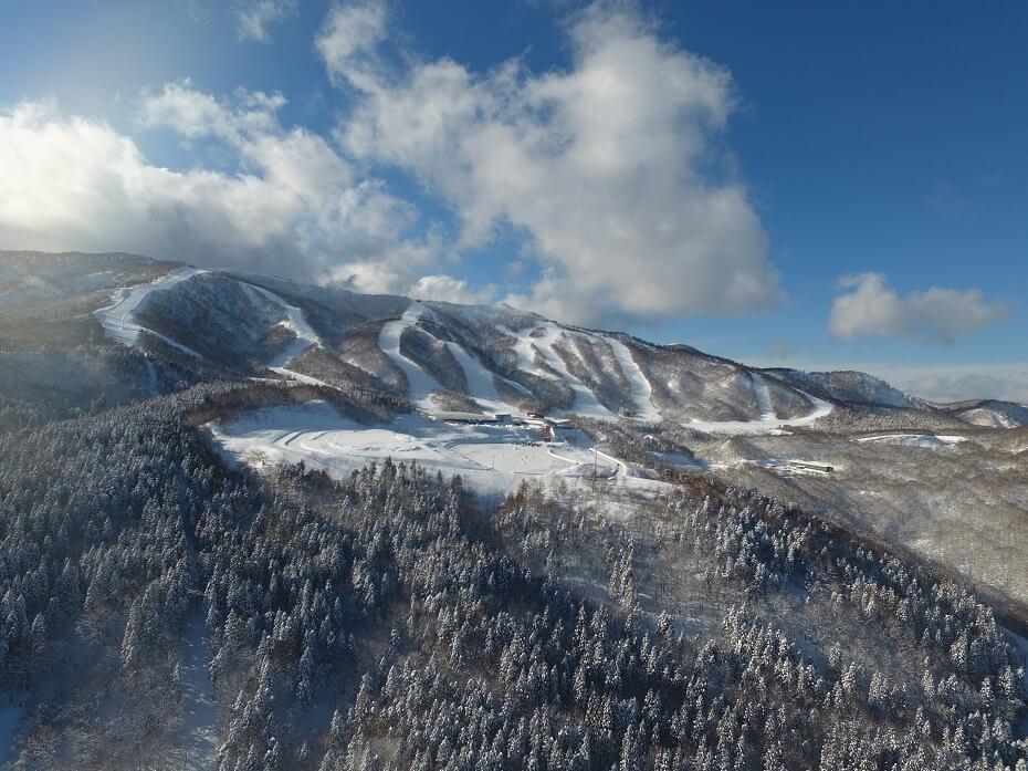 空撮で臨む夏油高原スキー場