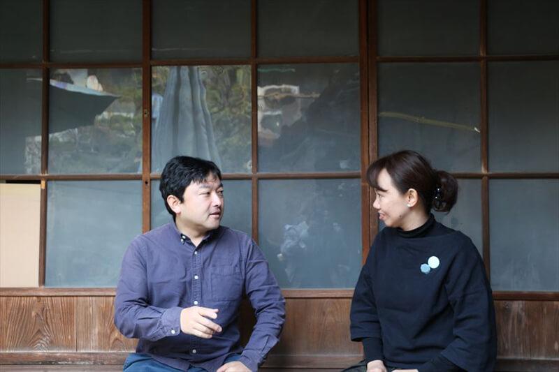 向かい合って話す蒲さんと岩瀬さん