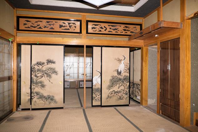 立派な襖のある部屋