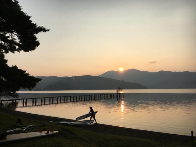 野尻湖の朝焼け