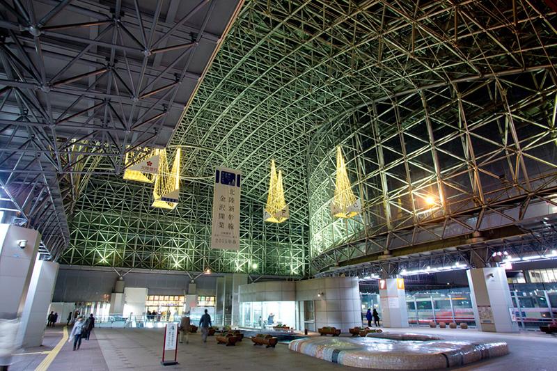 北陸の玄関、JR金沢駅