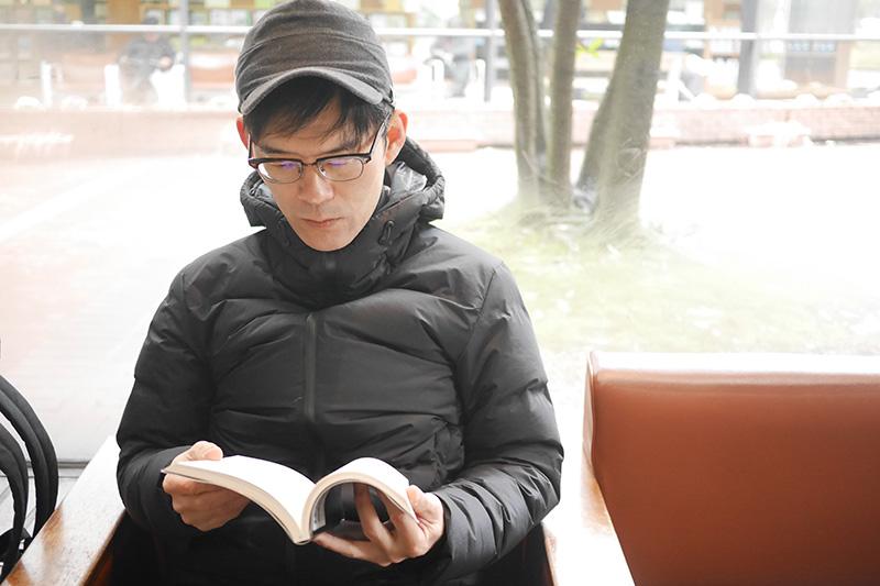 長谷川さんお気に入りの図書館にて