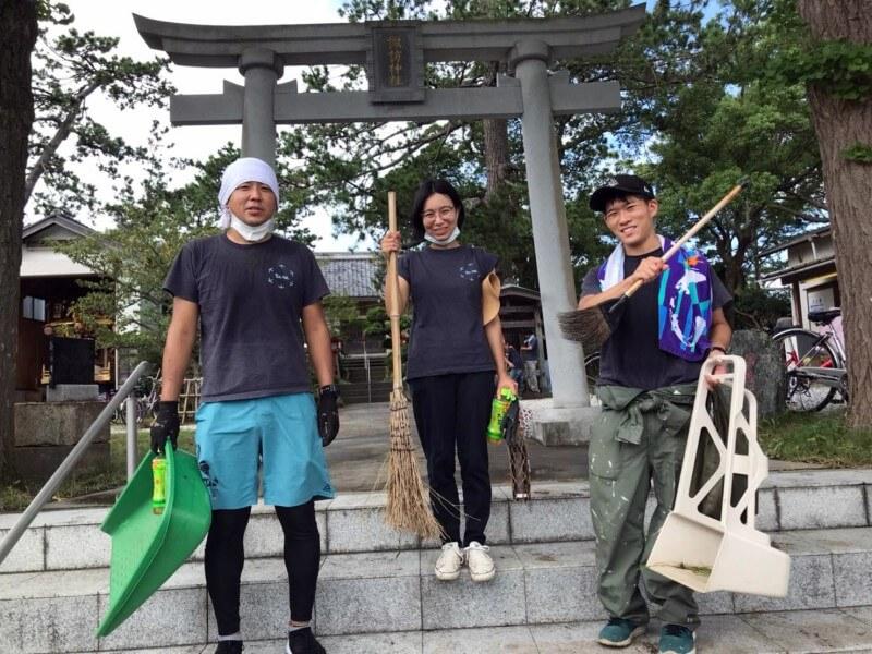 神社の清掃活動に参加した萬隊