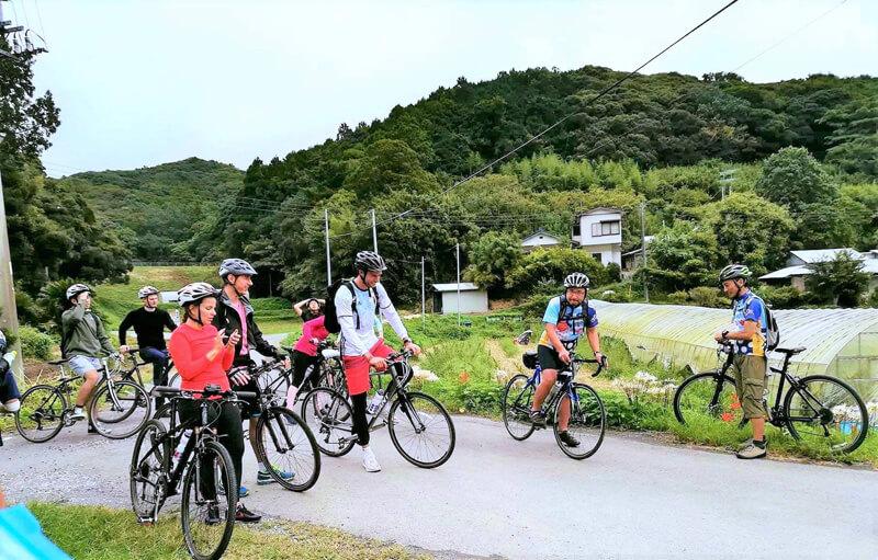 外国人旅行客サイクリングの様子
