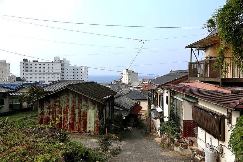 坂道の多い小浜の町並み