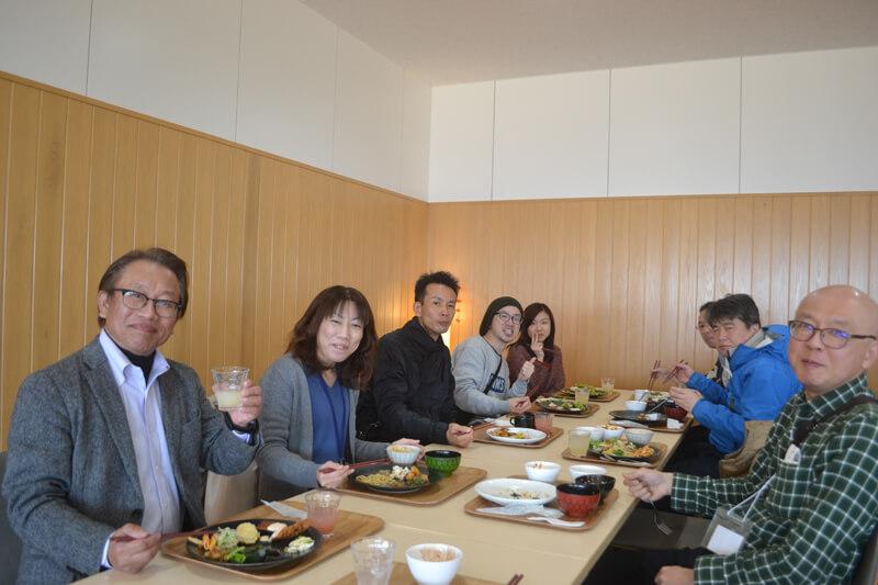 参加者もフレッシュな野菜をメインにした料理に満足した様子