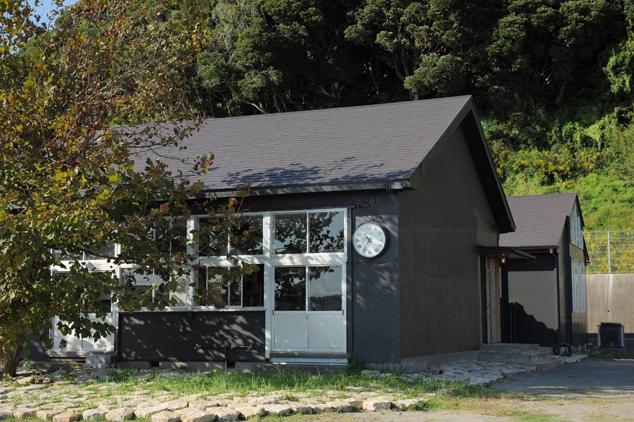 旧長尾小学校の校舎を利用