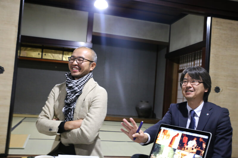 能登町・地域戦略推進室の吉田源一郎さんと能登町定住促進協議会の森進之介さん