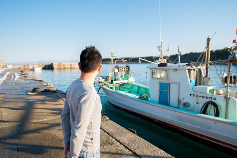 海を見つめる中村さん