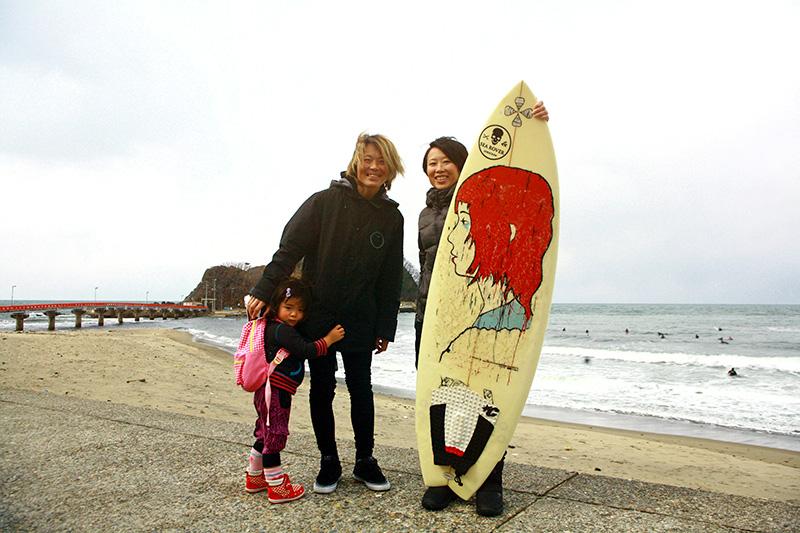 サーフィンの師である山本さんとその娘さんと